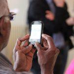 વૃદ્ધ વ્યક્તિ અને સોશિયલ મિડિયા બંને એકબીજાનું ધ્યાન રાખી શકે છે